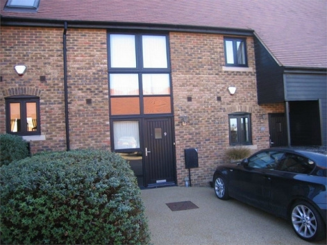 Vellacott Close, PURFLEET