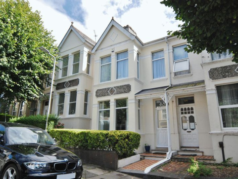 Edgcumbe Park Road, Plymouth. Very well presented 3 bedroom property in popular Park Road location.