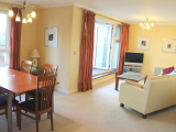 2 bedroom 3rd Floor Flat  in Woking