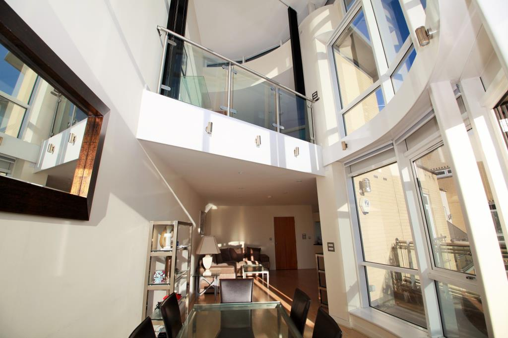 This immaculate penthouse is situated in one of the south east's largest towns - Reading.