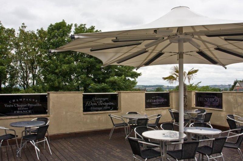 East Velvet & Terrace Bar